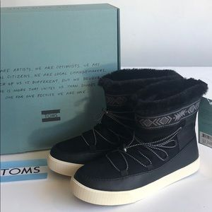 🆕 TOMS black leather Alpine boot